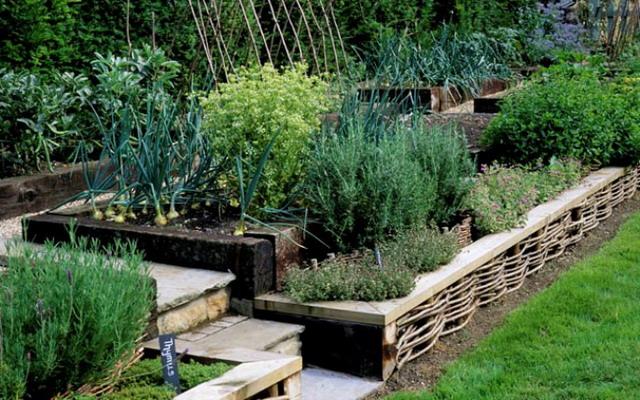Дизайн сада и огорода с уклоном